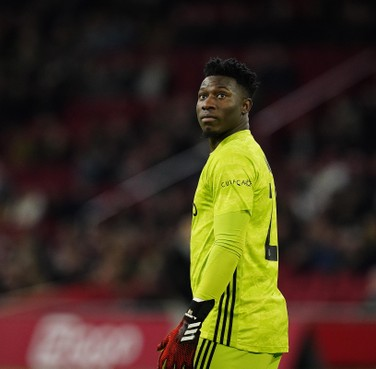 Het spel is begonnen. Barcelona meldt zich bij Ajax voor André Onana. Amsterdammers willen keeper houden. Doelman hoopt op droomtransfer