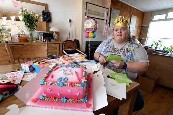 Dat hij een verjaardag met honderden kaarten, een felicitatie van K3 én een ontmoeting met prinses Elsa zou krijgen, had Ruud (40) nooit durven dromen [video]