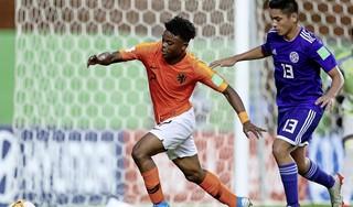 Toptalent uit Hoorn Sontje Hansen verlengt contract bij Ajax tot de zomer van 2023
