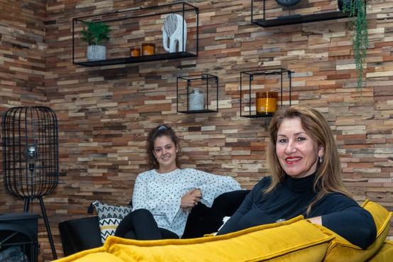 Moeder en dochter openen 'Hartelijke Huiskamer' in Zwaag; 'Hier kun je luisteren naar lotgenoten'