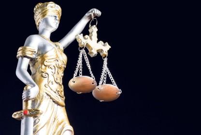 Zaandamse verdachte van vernielingen voelt zich 'niet zo fit' en blijft daarom weg bij de rechter