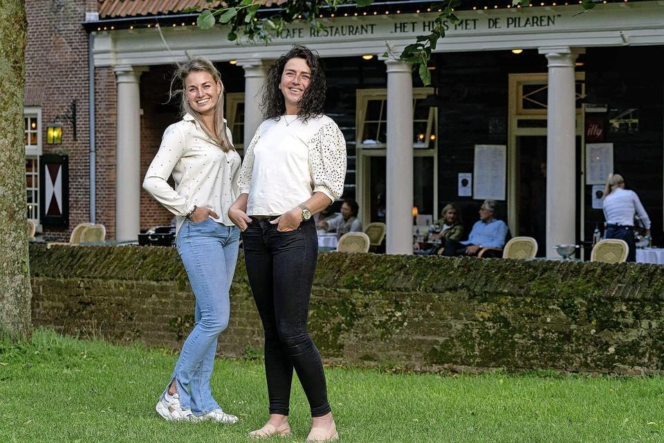 Liz de Rover en Elana Bon, schoonzusjes en initiatiefnemers van het Bergens Kookboek.