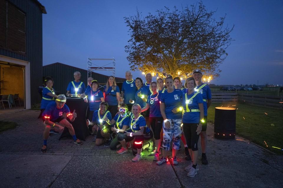 De deelnemers aan de Dijk by night.