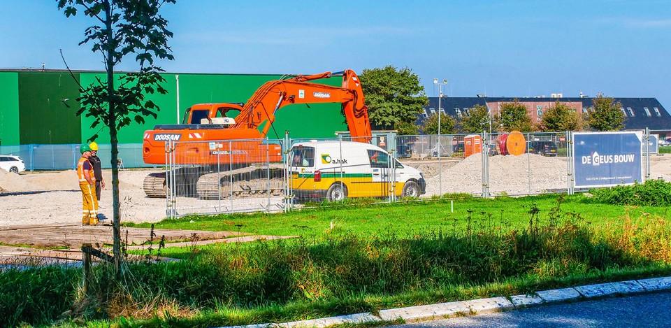 Het huidige aanzicht vanaf de Veilingweg met de groene bedrijfsgebouwen en de laboratoria van Bejo.