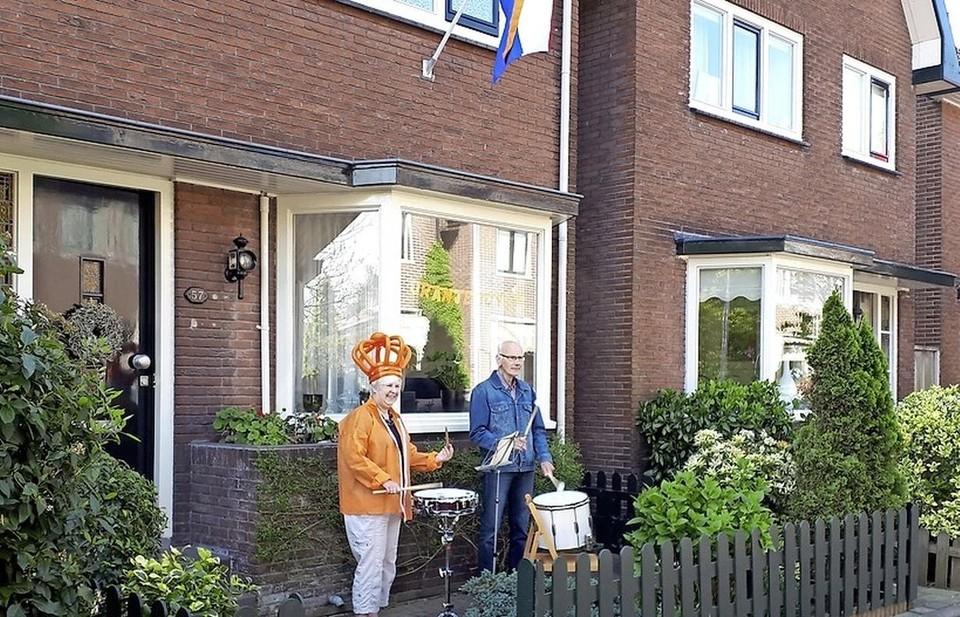 Een trommeloptreden, vorig jaar in een tuin in Zaandam.