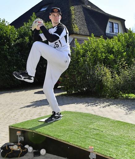 Golfen in de achtertuin? Met een beetje creativiteit kan het gewoon: Noord-Hollandse topsporters veranderen hun tuin in een trainingscomplex