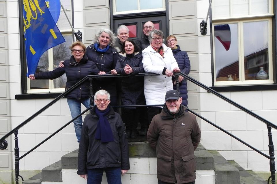 De leden van de voortrekkersgroep voor het Regthuis in Oudkarspel.