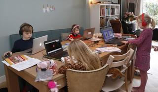Soester buren helpen elkaar bij thuisonderwijs aan de kinderen; 'Zonder deze oplossing was ook ik gillend gek geworden'