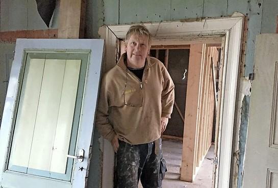 De deur van Cor, de laatste boer, komt terug in vernieuwde Stompekamp: een tweede leven voor authentiek stolpencomplex in Lutjewinkel