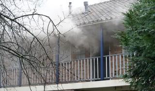Woningbrand aan De Gouwe Boom in Heiloo, politie evacueert gehele complex [video]