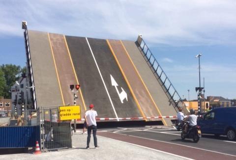 Nieuwe Wilhelminabrug heeft niet het veilige gele vlak