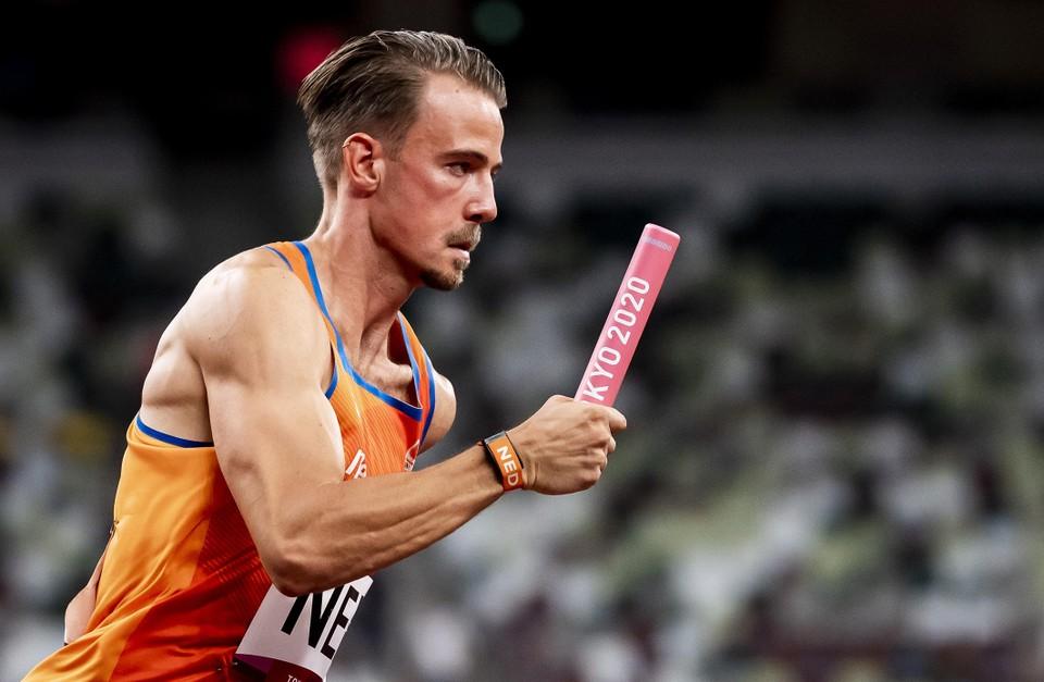 Jochem Dobber tijdens het 4x100 meter mannen in het Olympisch Stadion tijdens het atletiektoernooi van de Olympische Spelen in Tokio.