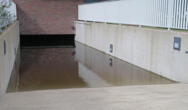 Opnieuw wateroverlast in parkeergarage van complex de Symphonie in Heemskerk