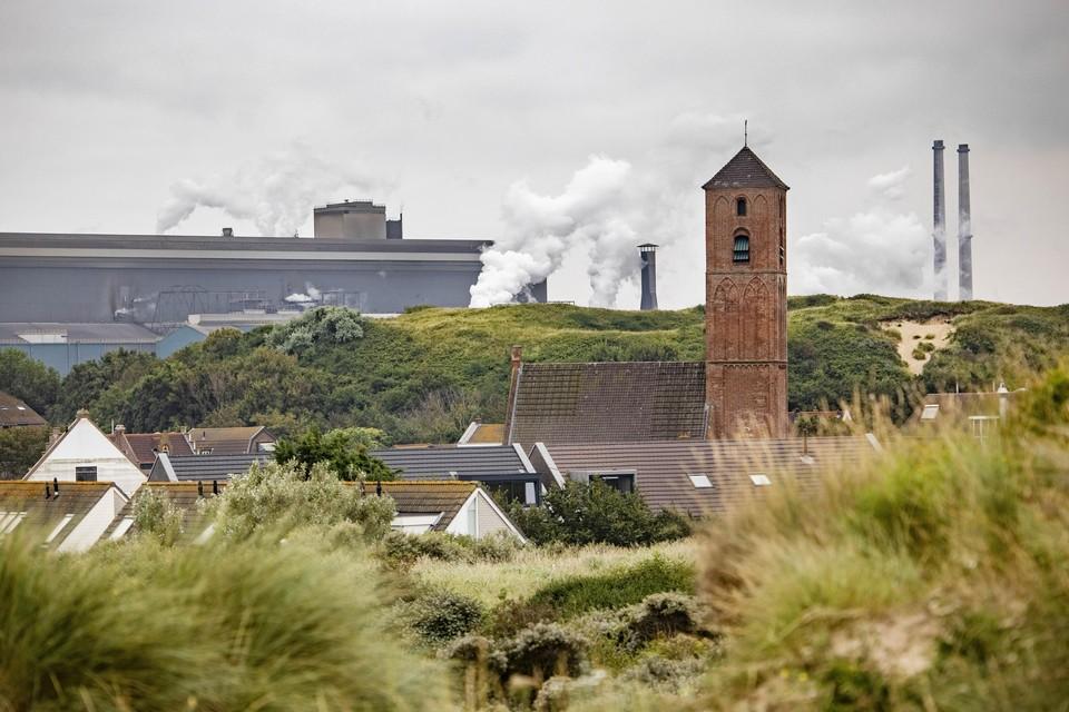 Tata Steel gezien vanuit Wijk aan Zee.