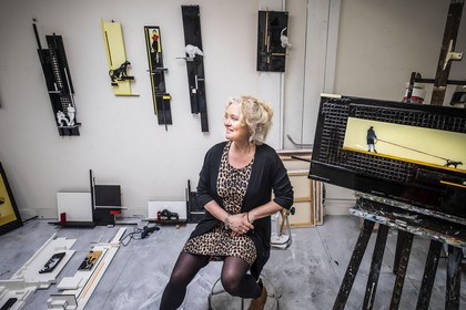 Bergense kunstenaar Pauline Bakker slaat rigoureus andere weg in. 'Ik heb een soort vondst gedaan'