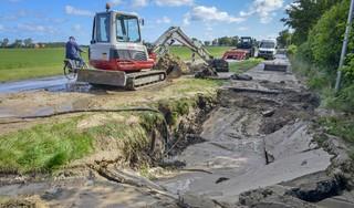 Waterleiding springt op Texel, deel fietspad Akenbuurtsweg bij Den Burg weggespoeld [update]