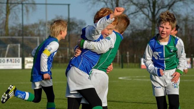 Sportclub en basisschool komen in actie voor zieke Bas uit Andijk