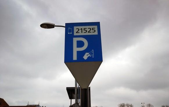 Alkmaar wil van Parkeerservice af, maar geeft de coöperatie nog één kans. 'Duidelijk is wel dat andere gemeenten de dienstverlening hebben uitbesteed en daar tevreden over zijn'