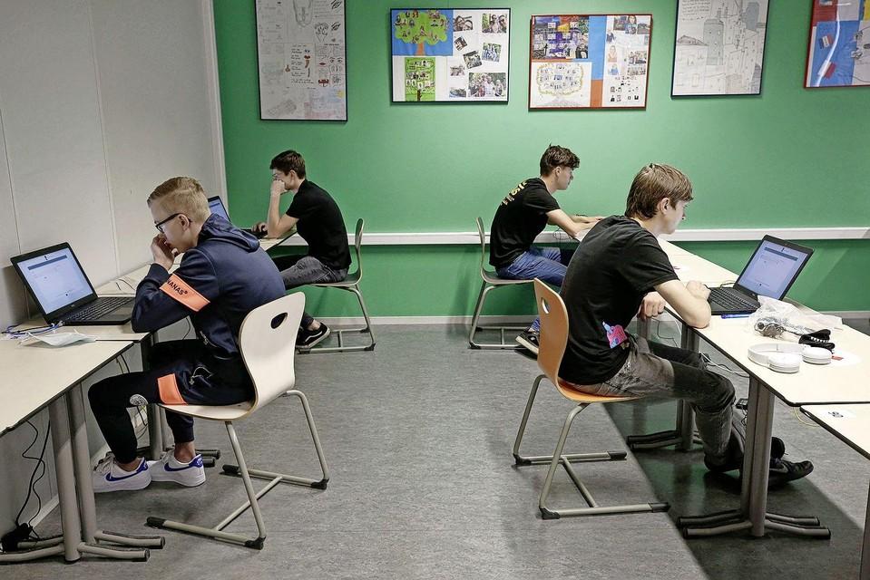 Oefenen voor het digitale examen op de laptop.