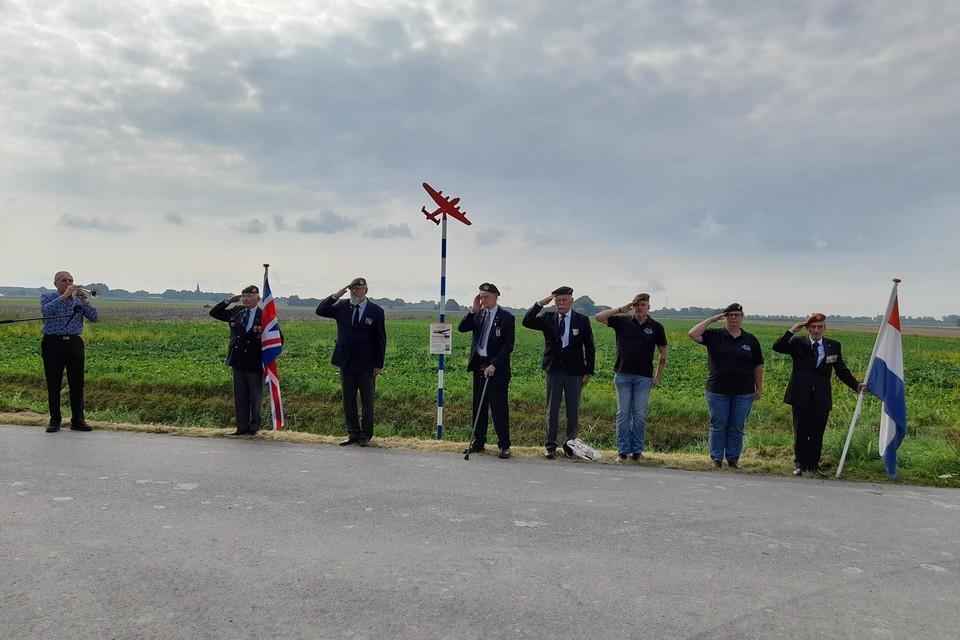 De plechtige onthulling van de Herdenkingspaal aan de Groetpolderweg.
