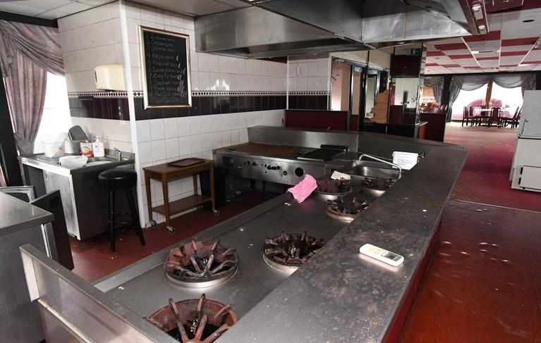 Spookschipgevoel op verlaten restaurant North Palace in Den Helder