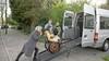Ouders luiden noodklok over krakkemikkige rolstoelbus van klein Baarns tehuis Stichting Voor Mekaar. 'Ze hebben al met pech langs de weg gestaan.' Inzameling gestart