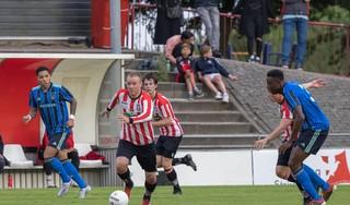 In oefenduel tegen amateurs Ajax is voor Hollandia-trainer Anand Jagdewsing alleen eerste helft een graadmeter: Niet alle stukken van ons schaakbord zijn aanwezig'