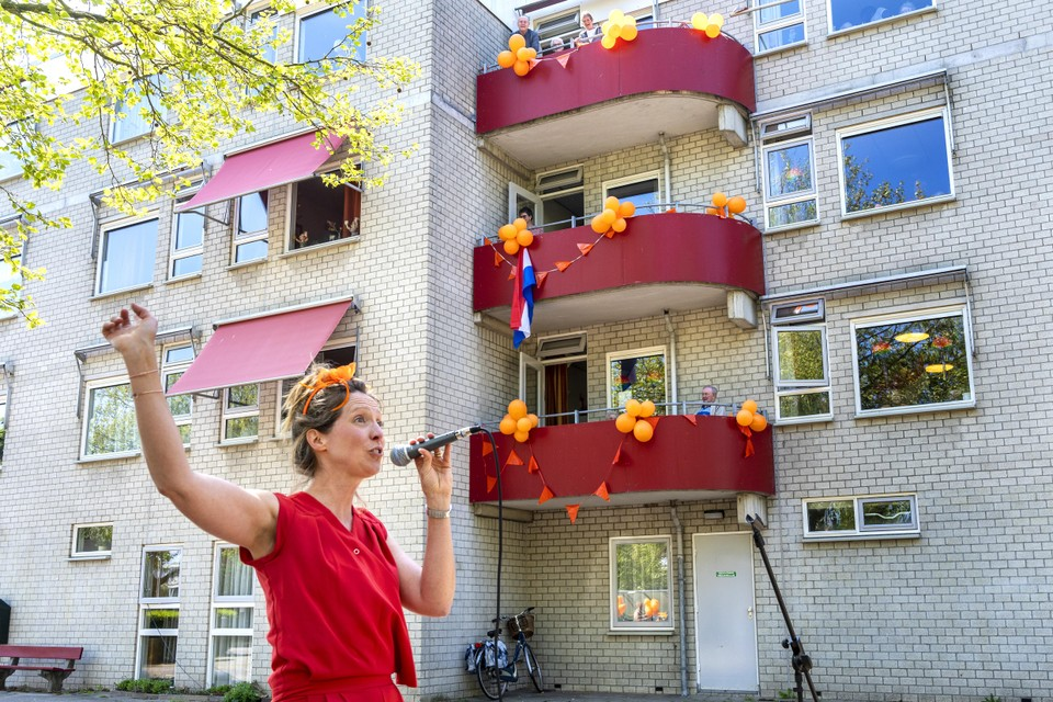 Marleen Bijleveld zong op Woningsdag in Molenwijk.