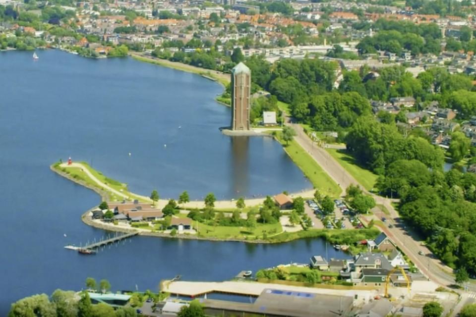 De watertoren aan de rand van de Westeinderplassen.