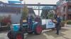 Burgemeester op de tractor: appeltje van LTO voor de oudjes in coronatijd
