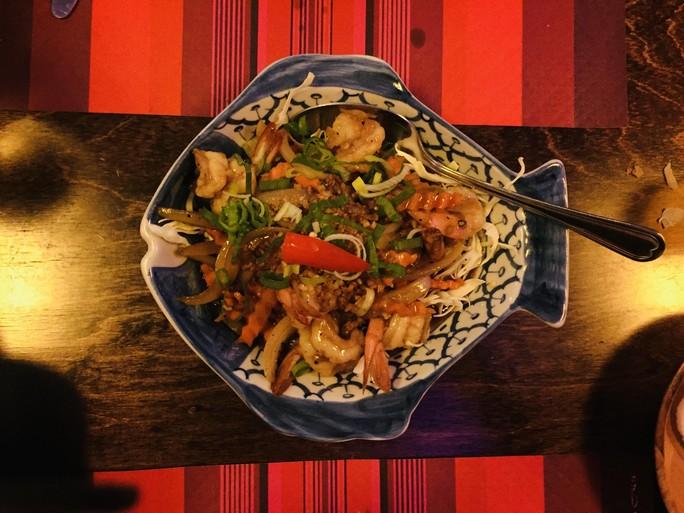 Over de Tong: onweerstaanbaar Thais