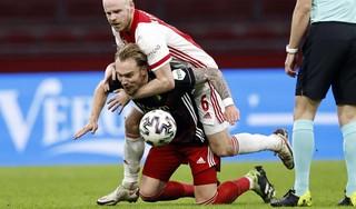 Erik ten Hag roemt Ajax-parel Ryan Gravenberch: 'En hij groeit en hij groeit maar. Ik hoop dat hij dit doorzet'