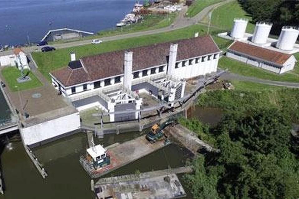 Via gemaal Leemans gaat zout water naar de Waddenzee.