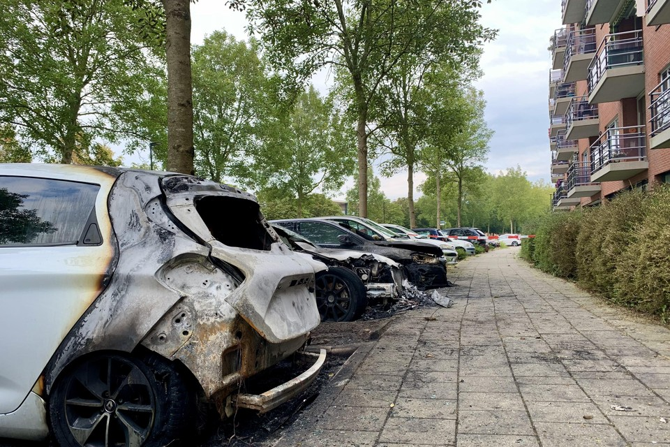 Drie auto's zijn total loss, twee flink beschadigd.
