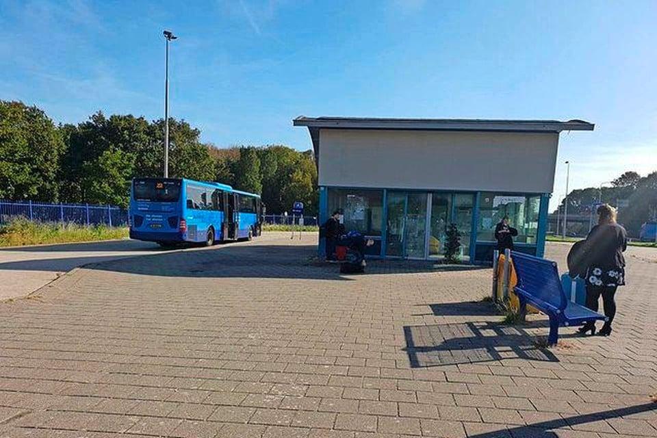 Het huidige busstation in Den Oever is verouderd.