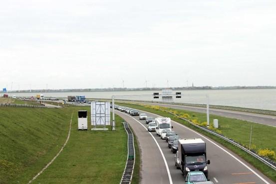 Flinke vertraging door deels afgesloten Afsluitdijk [update]