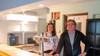 Een nieuwe horecaplek in Dirkshorn starten in coronatijd. Voor ondernemers Henk Blankendaal en Sabeau van Aart en mooie uitdaging. 'Desnoods gaat Sabeau op een bakfiets de deuren langs'
