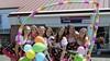 400 kroegtijgers verkleed op de fiets voor Tour de Kroeg; 'We doen vooral mee voor het plezier'