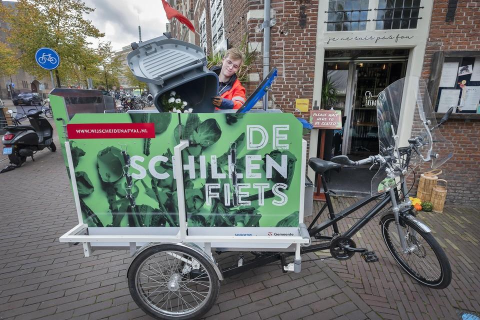 Scott van den Elswout is een van de medewerkers van De Groene Lobby die de schillenfiets bemannen.