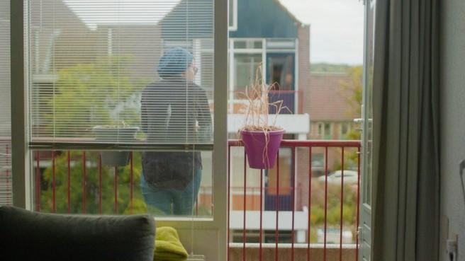 Negentienjarige anorexiapatiënte al 1,5 jaar vastgebonden in bed met dwangvoeding [video]