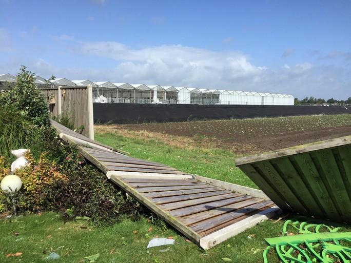 Vluchten voor windhoos in Hem: 'We mogen blij wezen dat we zelf niks hebben'