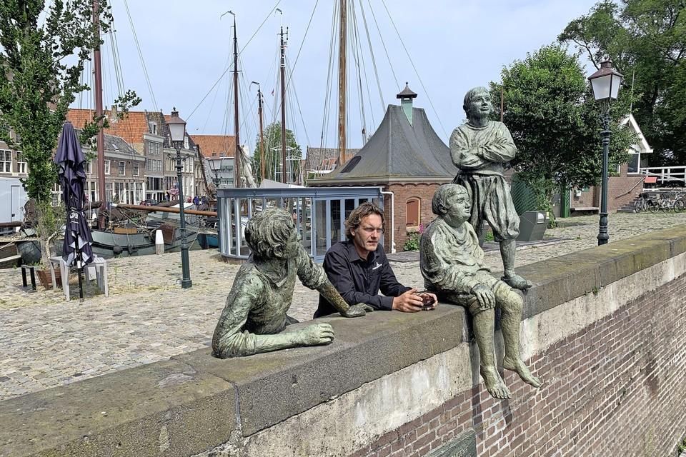 Bram Nijenhuis bij de voormalige viskiosk op het Hoofd.