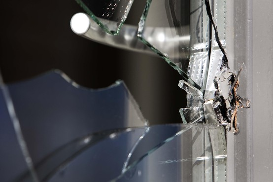 Inbreker gooit parasolvoet door schuifpui om woninginbraak in Heerhugowaard te kunnen plegen: vijf maanden cel