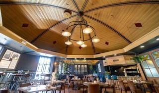 Personeel knapte Koepelzaal van restaurant De Burg op: 'Bruid van 160 jaar is nu mooier dan ooit'