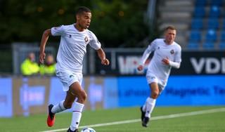 Yael Liesdek debuteert in de basis van Telstar met een belangrijke assist en wil vader Marcel Liesdek voorbij