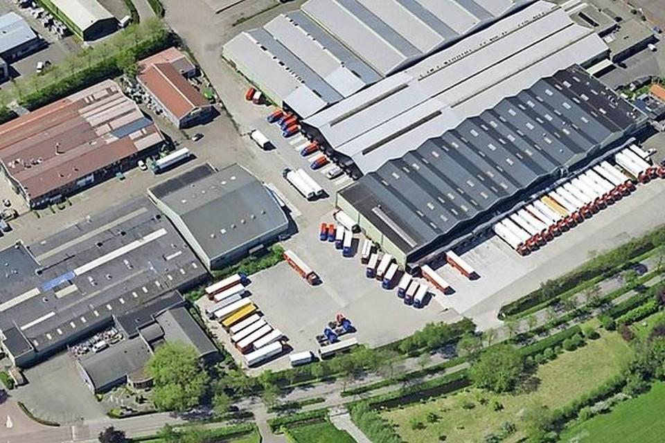 Het bedrijfsterrein van transportbedrijf Pyxis langs de Zuiderdracht en Veilingweg.
