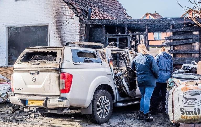 Vlammen slaan uit woning in Heemskerk, politie onderzoekt brandstichting [video]