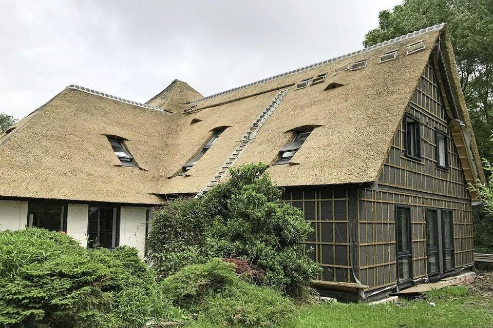 De karakteristieke stolpboerderij in Winkel is omgebouwd tot zorglocatie voor dementerende mensen.