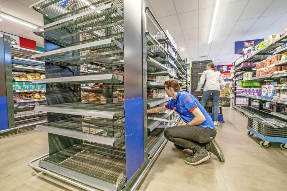 De meeste vakken zijn al leeg op de laatste dag dat Deen Waarland open is.