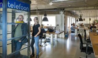 Bij De Telefooncentrale in Alkmaar doen ze alles voor de figuurlijke verbinding van ondernemers. Het gebouw behoort tot de top van de flexplekken van Nederland